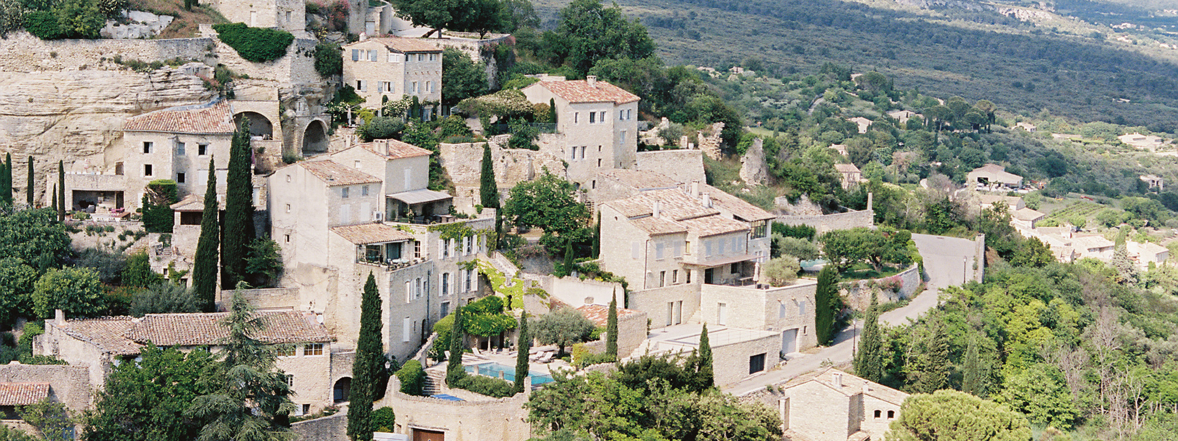 Flutter Magazine Issue 17 Hearts Aflutter Tour in Gordes, France