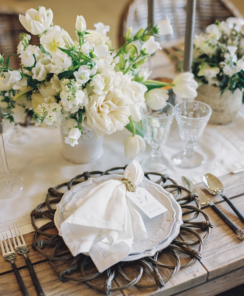 Flutter Magazine - rustic dinner party in Provence with Carron Paris ceramic vase and plate