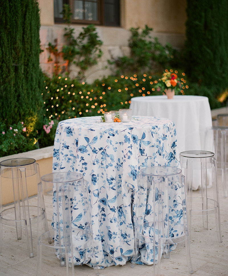 Flutter Magazine - Ojai Valley Inn Casa Elar Fiesta Rehearsal dinner tables with floral linen